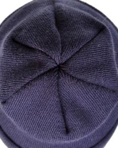 granatowa czapka